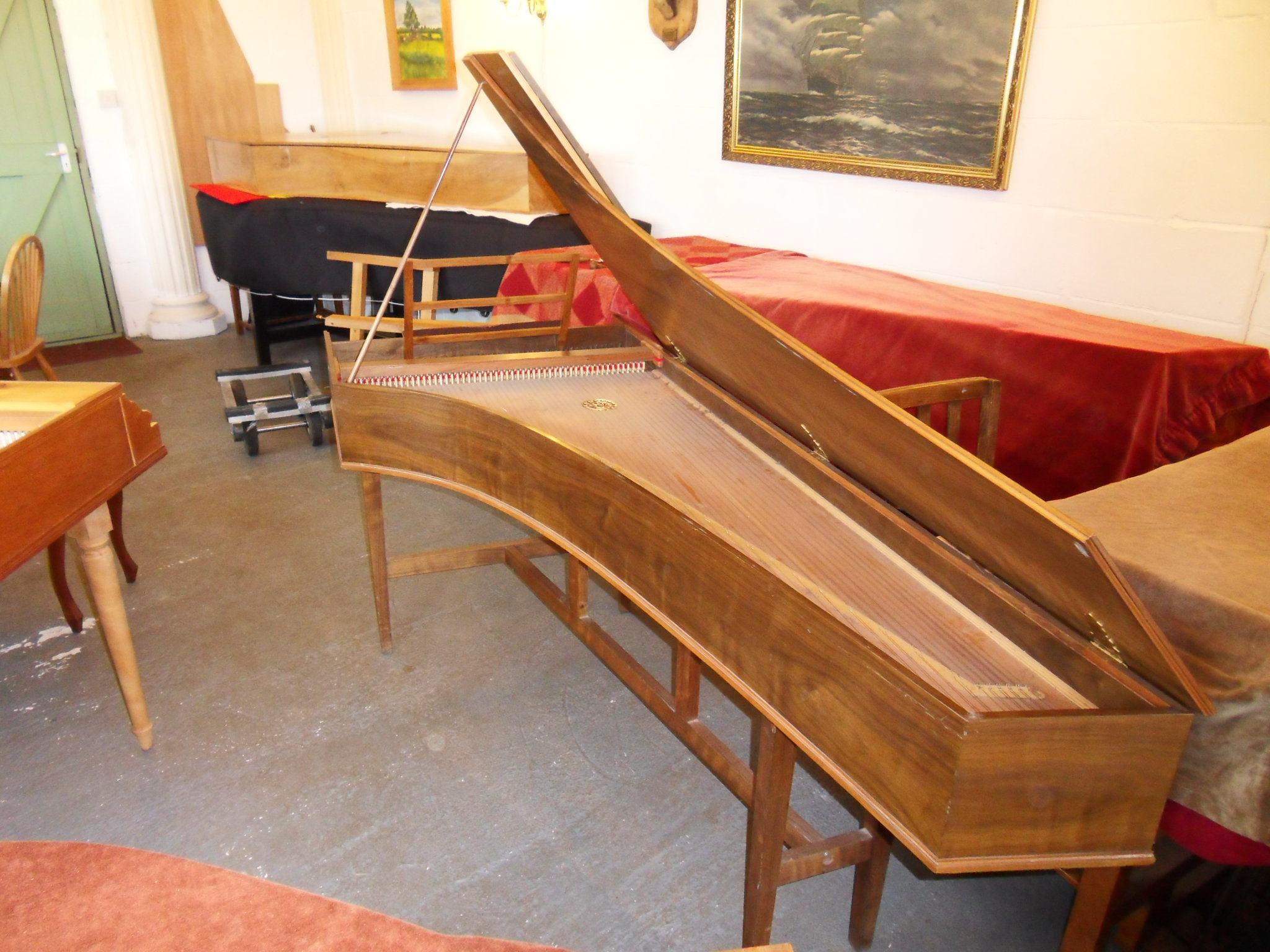 Harpsichord sold to another harpsichord maker Handheld Harpsichord